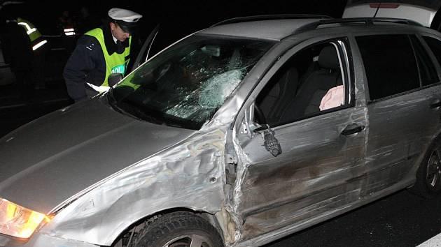 Za nehodu s osmi mrtvými u Panenského Týnce může podle znalců řidič osobního vozu.