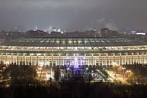 Lužniki (Moskva, 81 000 diváků). Největší sportovní stadion v Rusku stojí už od 50. let. Konal se na něm finálový zápas MS v hokeji 1957, Letní olympijské hry 1980 či finále Ligy mistrů. Nyní se na něm bude hrát úvodní zápas domácího týmu. I finále.