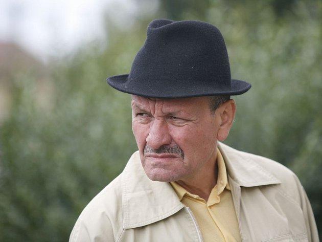 Hlavní roli trenéra Slavoje Houslice v premiérové komedii Okresní přebor - Poslední zápas Pepika Hnátka hraje Miroslav Krobot.