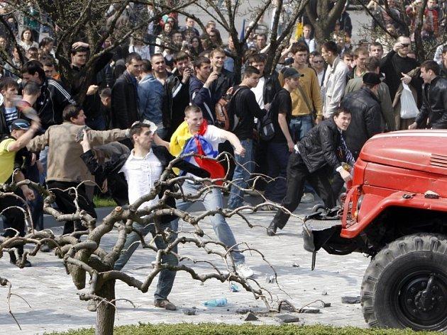 Demonstranti vnikli do budovy moldavského parlamentu.