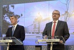 Premiér v demisi Andrej Babiš a ministr dopravy Dan Ťok