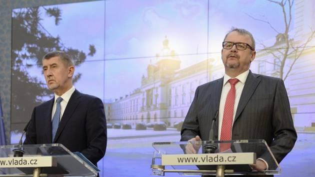 Premiér Andrej Babiš a ministr dopravy Dan Ťok