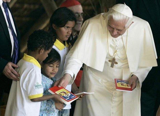 Papež Benedikt XVI. na návštěvě Brazilie.