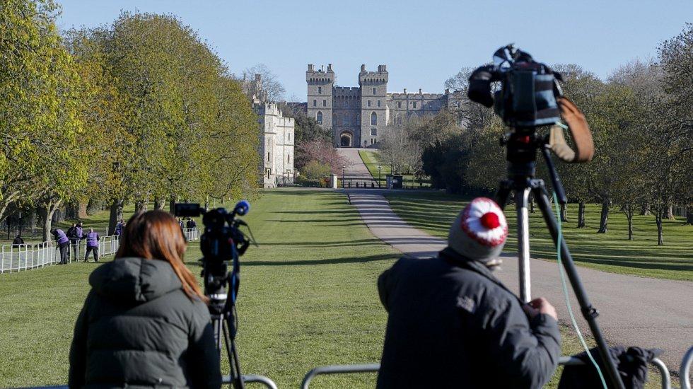 Přípravy novinářů ve Windsoru před pohřbem prince Philipa