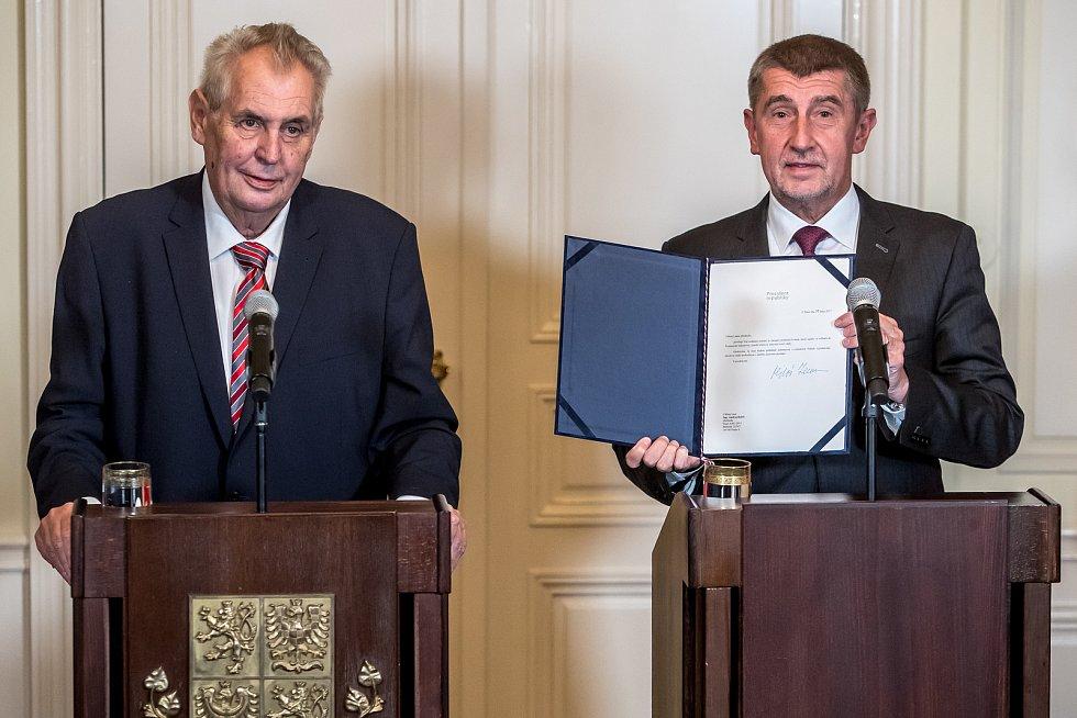Prezident Miloš Zeman pověřil 31. října na zámku v Lánech Andreje Babiše sestavením vlády.