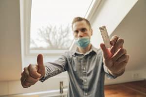 Samotest na koronavirus. Jak požádat o příspěvek pojišťovnu?