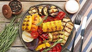 Grilovat nemusíte jen maso nebo klobásy, skvěle chutná i lilek, kukuřice, sýr nebo houby.