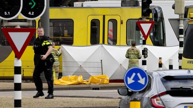 Pohled na místo střeleckého incidentu v tramvaji v nizozemském městě Utrecht.