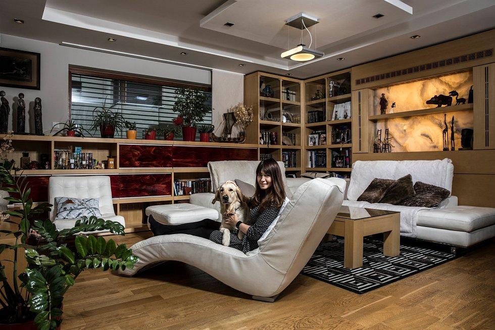 Přední česká fotografka Veronika Souralová ve svém bytě.