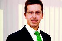 PRŮMYSL ROSTE. Hannu Kasi pochází z Finska. V Česku byl poprvé ještě za studií na praxi v Tesle. Od roku 2010 tu šéfuje ABB ČR.