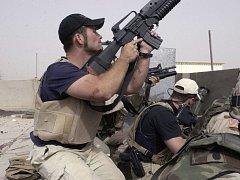 Členové bezpečnostní agentury Blackwater při akci v Iráku. (Ilustrační snímek)