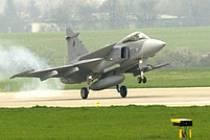 JAS-39 Gripen přistává v Čáslavi