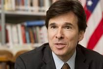 Nový americký velvyslanec v Česku Andrew Schapiro.