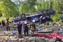 Při havárii autobusu na Sibiři zahynulo 12 pravoslavných poutníků