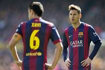 Lionel Messi z Barcelony (vpravo) sestřelil hattrickem Vallecano.