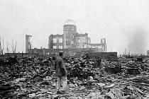 Trosky japonského města Hirošima po dopadu americké atomové bomby (na snímku z 8. září 1945)