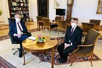 Prezident Miloš Zeman (vlevo) přijal 19. května 2021 na Pražském hradě premiéra Andreje Babiše (vpravo), informoval o tom na twitteru mluvčí Hradu
