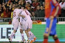 Čeští fotbalisté se radují z gólu Jaroslava Plašila proti Španělsku.