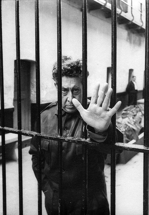 Mexický malíř David Alfaro Siqueiros v roce 1960