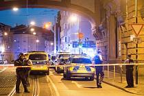 Policii v německém Darmstadtu napadl dav