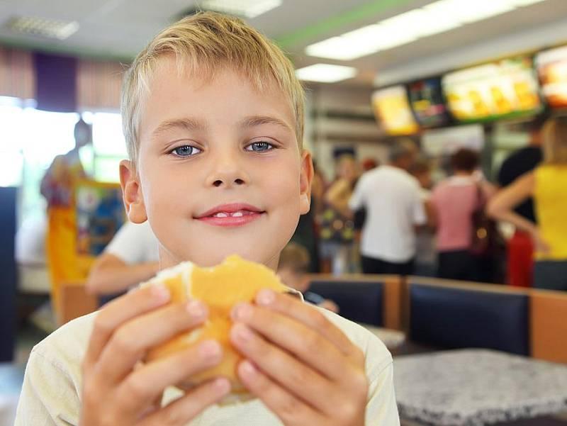 Základem úspěšné motivace k hubnutí je pomoci dítěti nalézt, co dobrého by mu mohl zdravý životní styl dát, co by si přálo, zčeho by mělo radost. Nejúčinnější motivace je ta vnitřní, vycházející znás.