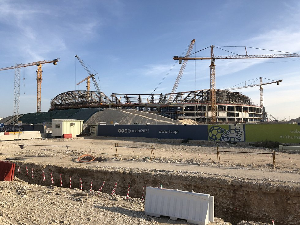 Rozestavěný stadion Al Thumama Stadium architekta Ibrahima Jaidaha.