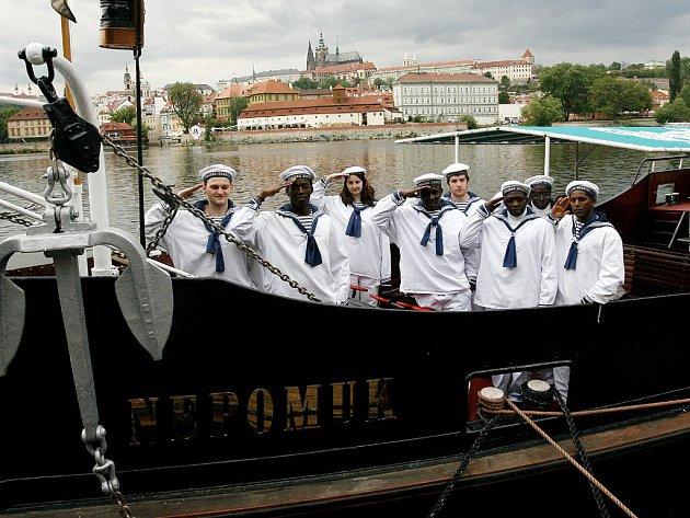 Na Vltavu se vydá nejstarší pražská osobní loď Nepomuk