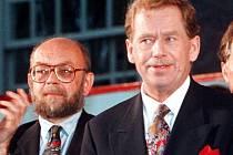 Antonín Maněna (vlevo) na snímku s Václavem Havlem