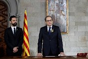 Nový katalánský premiér Quim Torra skládá přísahu.