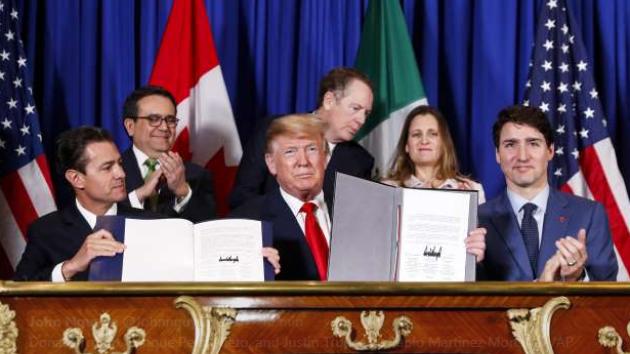 Mexický prezident Enrique Pena Nieto, americký prezident Donald Trump a kanadský premiér Justin Trudeau