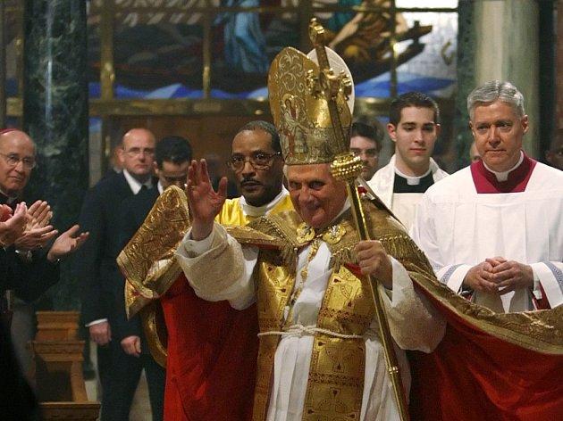 Papež Benedikt XVI. se ve Washingtonu setkal s katolickou obcí.