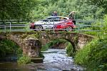 Rally Bohemia, pátý závod seriálu Mistrovství České republiky v rally, pokračovala 2. července. Na snímku Tomáš Pospíšilík a spolujezdec Jiří Stross s Peugeot 208 po odstoupení kvůli havárii na šesté rychlostní zkoušce - Radostín.
