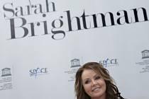 Brightmanová před dvěma týdny uvedla, že svou cestu do vesmíru z rodinných důvodů odkládá na neurčito.