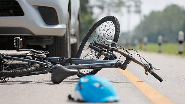 V Tádžikistánu zahynuli čtyři cyklisté po srážce s autem, ilustrační foto