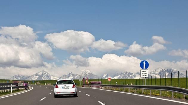 Slováci na severu země uvedli do provozu nový úsek dálnice D1, který motoristům zrychlí jízdu z Žiliny do Vysokých a Nízkých Tater.