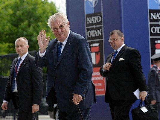 Miloš Zeman na summitu NATO.