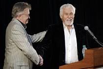 Americká countryová legenda Kenny Rogers (vpravo).