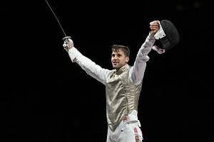 Český fleretista Alexander Choupenitch se raduje z vítězství v utkání o bronz na LOH v Tokiu.
