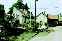 Středočeské Zálezlice se staly symbolem ničivých povodní v roce 2002.