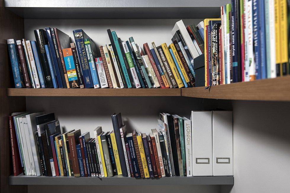 David Svoboda má doma mnoho knih.