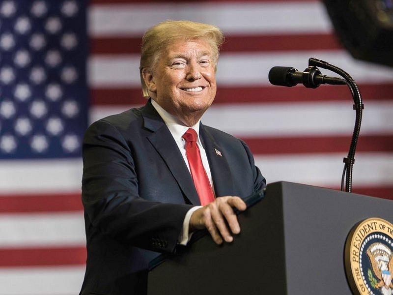 Donald Trump v projevu opětovně litoval své prohry.