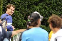 Andy Murray je ve Wimbledonu stále centrem pozornosti fanoušků.