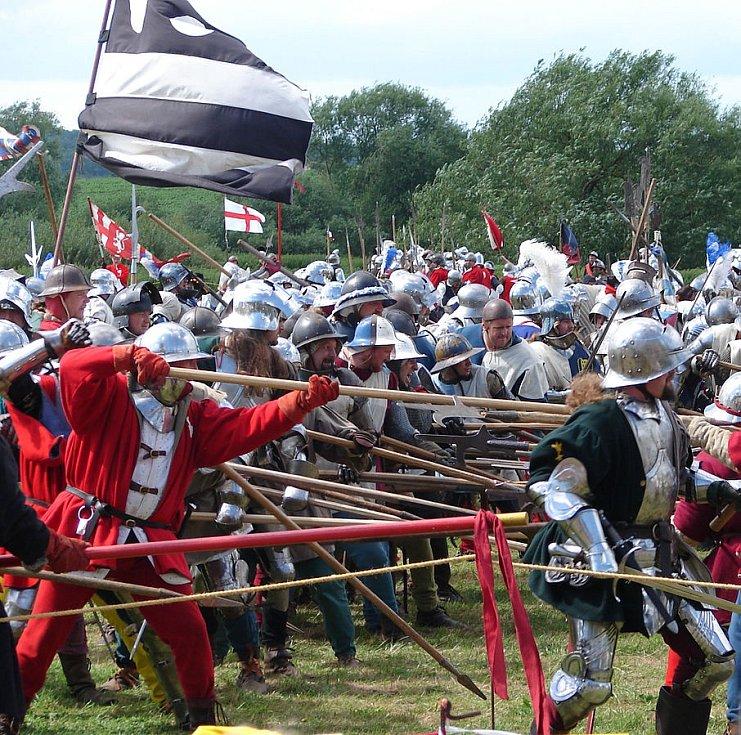 Vedle věrnosti kostýmů a zbrojí jde také o využití reálných bojových technik