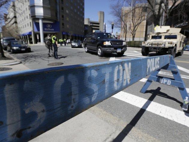Policie vyšetřuje místo činu v Bostonu.