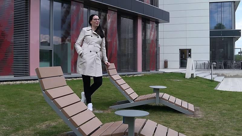 Kancelář venku. Technologický park v Brně nabízí nově zaměstnancům firem v areálu lehátka s možností dobíjení. Přibýt mají brzy altány pro týmové porady.