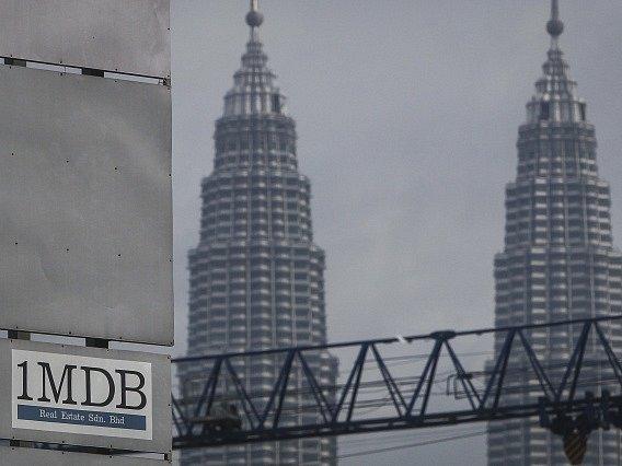 Logo malajsijského fondu 1Malaysia Development Berhad (1MDB) v Kuala Lumpuru.