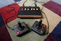 Herní konzole Atari Flashback 2 na snímku z 15. září 2005
