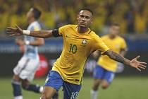 Neymar v brazilském dresu
