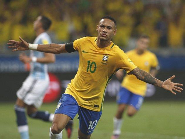 Kanonýr Brazílie Neymar se raduje z gólu proti Argentině.