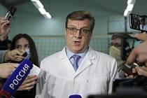 Alexander Murachovskij, hlavní lékař z jednotky intenzivní péče v nemocnici v ruském Omsku hovoří s médii 21. srpna 2020